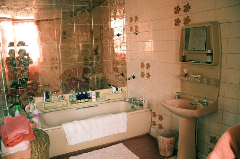 Typical 1970s bathroom